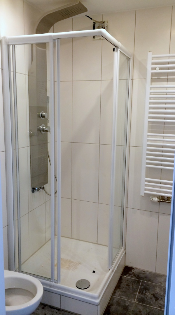kleines Bad mit Dusche - Rutjes Wohnungsverwaltung ...